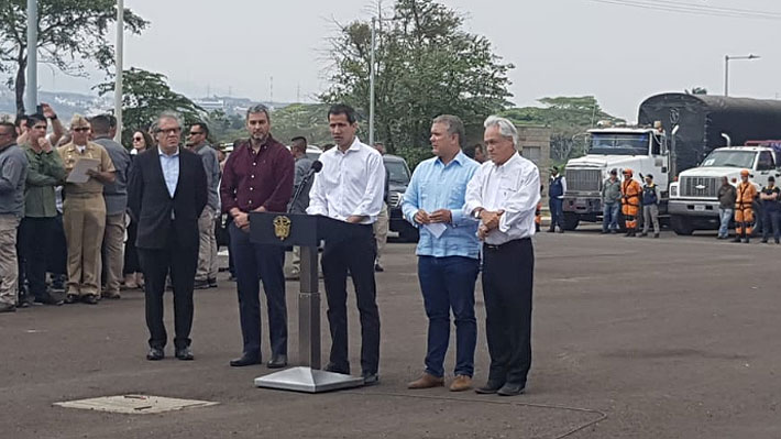 """Guaidó y Duque por ayuda humanitaria: """"Exigimos que se disponga su ingreso de manera pacífica"""""""
