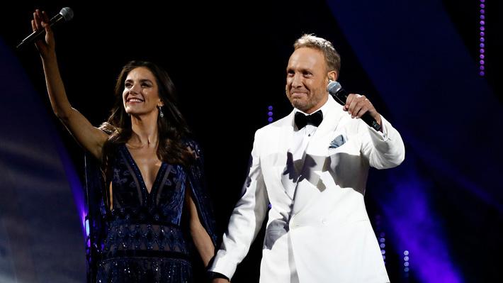 María Luisa Godoy apuesta por un elegante vestido transparente para su debut en la Quinta Vergara