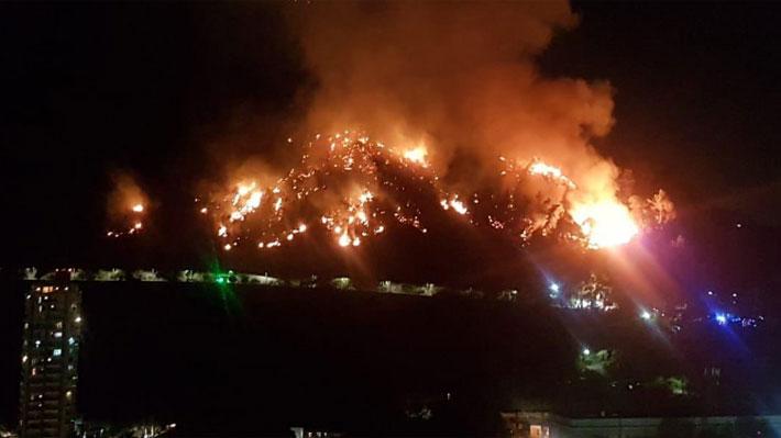 En tiempo real: Parque Metropolitano permanecerá cerrado este lunes tras incendio forestal en cerro San Cristóbal