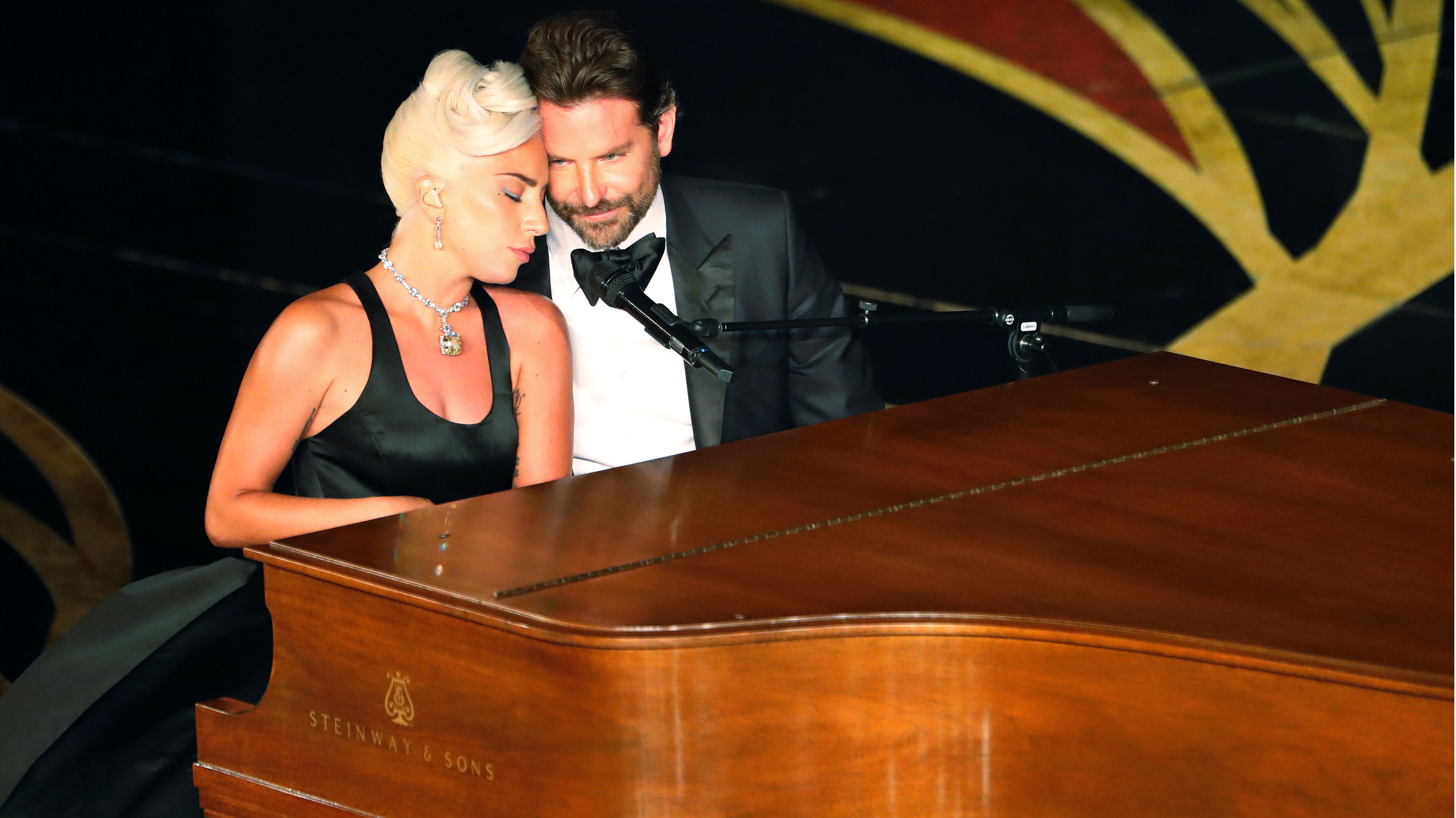 """Lady Gaga y Bradley Cooper emocionan cantando """"Shallow"""" en la ceremonia de los Premios Oscar"""
