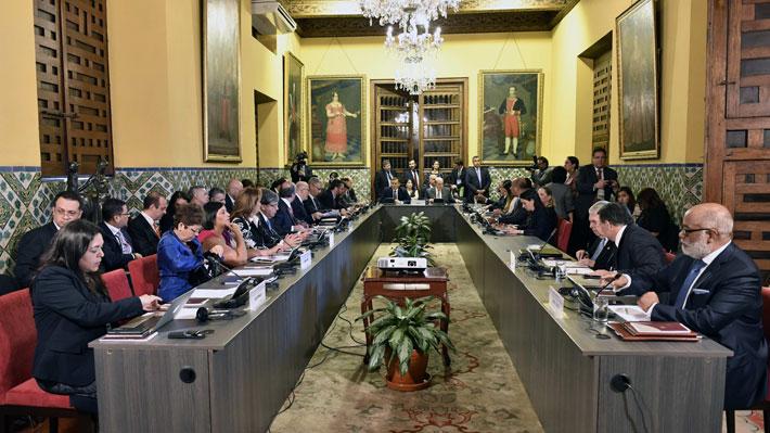 """Vicepresidente de EE.UU. manifiesta total respaldo a Guaidó tras fallido ingreso de ayuda: """"Estamos con usted al 100%"""""""