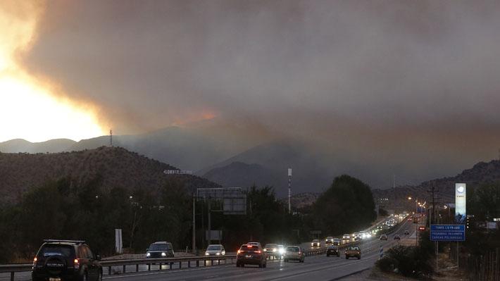 Onemi declara Alerta Roja en Pudahuel y Curacaví por incendio en Cerro Bustamente que ya ha consumido 300 hectáreas