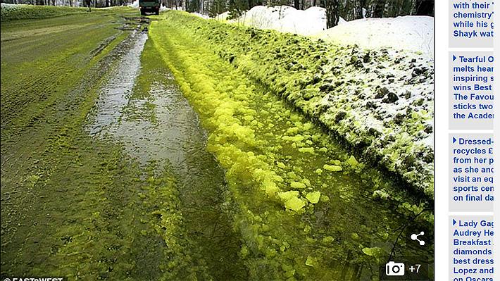 Extraña nieve verde producto de contaminación cubre ciudad de Rusia y causa el enojo de sus habitantes