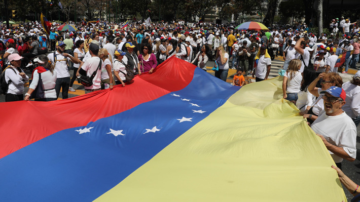 """Venezuela denuncia """"feroz campaña"""" de EE.UU. y """"países subordinados"""" para derrocar a Maduro"""