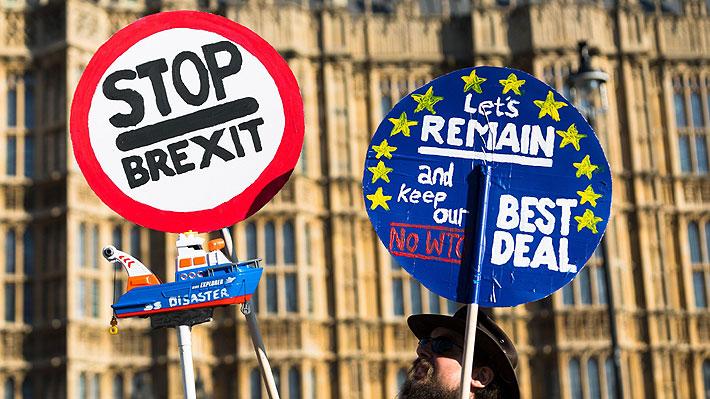 Ministros británicos amenazan con renunciar si May no se compromete a prorrogar la fecha límite del Brexit