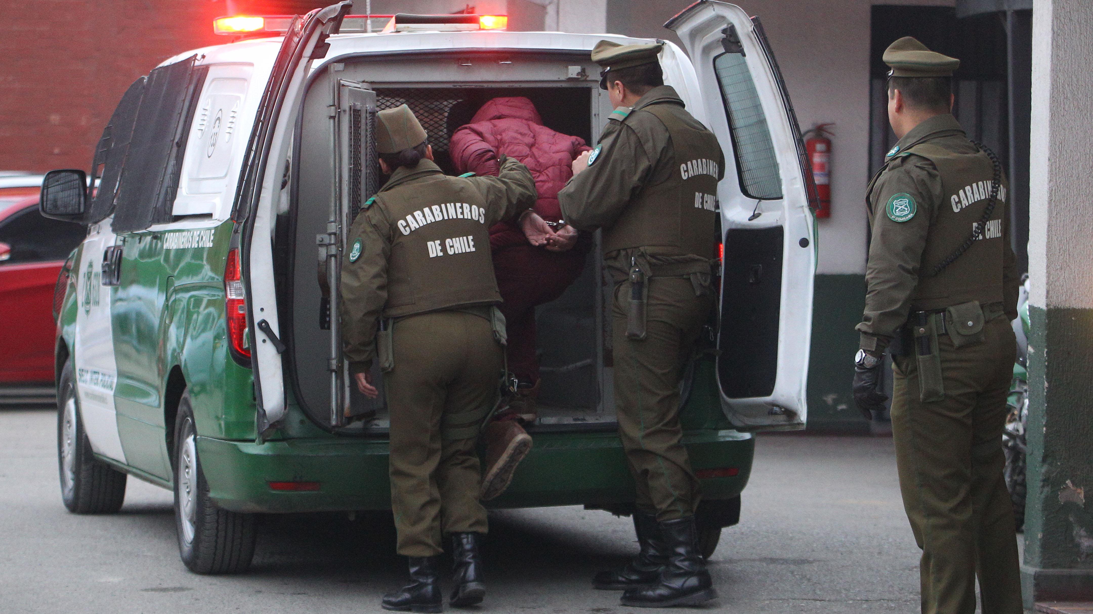 Detienen a sujeto acusado de matar a su perro en el antejardín de su casa en La Cisterna