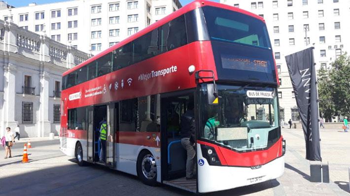 Transantiago probará con nuevo bus de dos pisos: Tiene una capacidad para 102 personas y operará desde el viernes