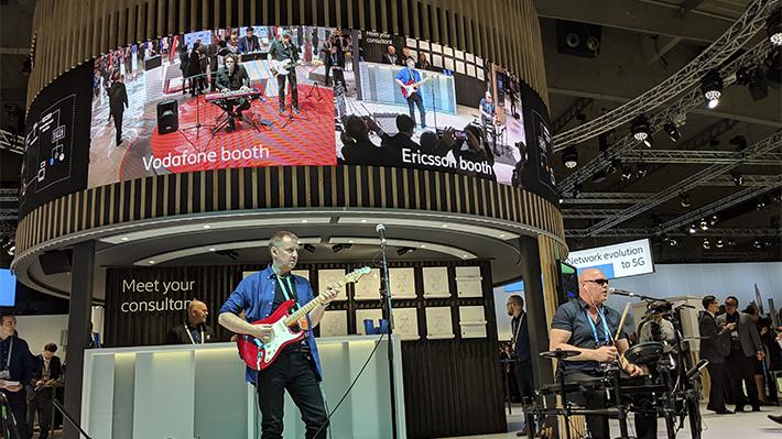 MWC 2019: Compañías telefónicas despliegan una banda musical a distancia para probar la velocidad del 5G