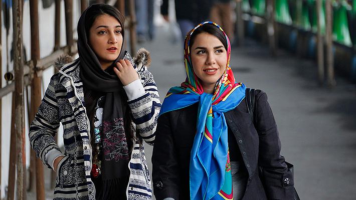 Mujeres iraníes han estado borrando sus fotos sin hiyab de redes sociales y el Gobierno podría estar involucrado