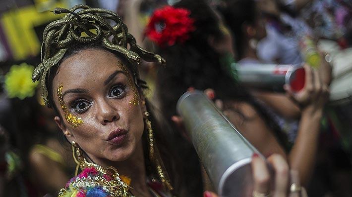Brasileños apuestan por su emblemático carnaval de Río para calentar la economía