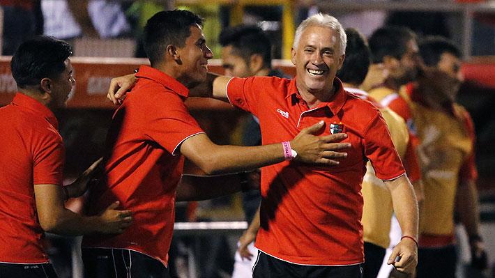 """Plantel de Palestino alaba la """"garra y fuerza mental"""" que Ivo Basay le impregnó al equipo y que fue clave en la Libertadores"""
