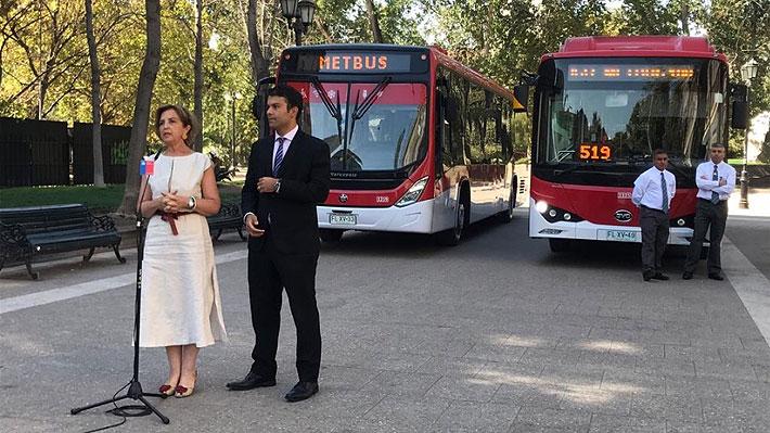 Usuarios ponen nota 6,3 a los buses eléctricos del Transantiago: Aire acondicionado y espacio es lo más valorado
