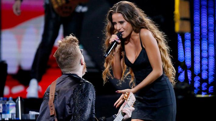 Camila Gallardo deslumbra con su enorme calidad vocal en su esperado debut en la Quinta Vergara