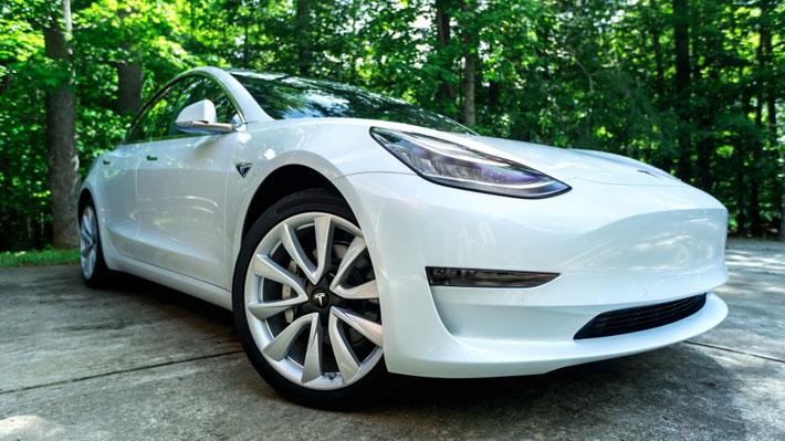 Tesla lanza el Model 3 más barato y anuncia novedades del Autopilot
