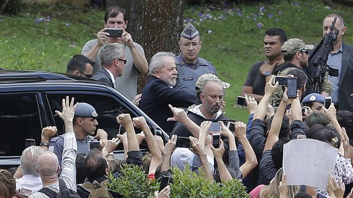 Lula deja la cárcel para asistir al velorio de su nieto en medio de un amplio operativo de seguridad