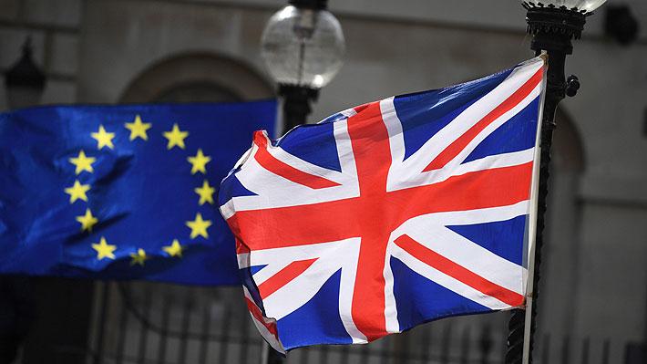 """Líderes opositores del Reino Unido urgen a Corbyn que es momento de unir fuerzas para """"parar el Brexit"""""""