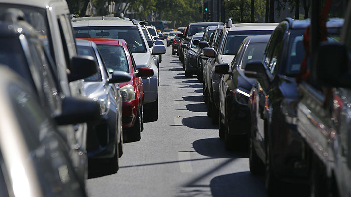 """Autoridades destacan """"normalidad"""" en """"súper lunes"""" pese a protesta focalizada en la Alameda"""