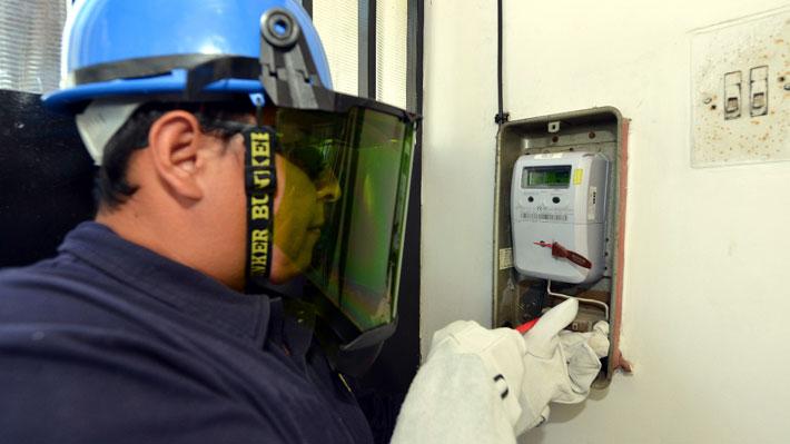 Así fue la discusión en el Congreso del proyecto que traspasó la propiedad de los medidores eléctricos a las empresas