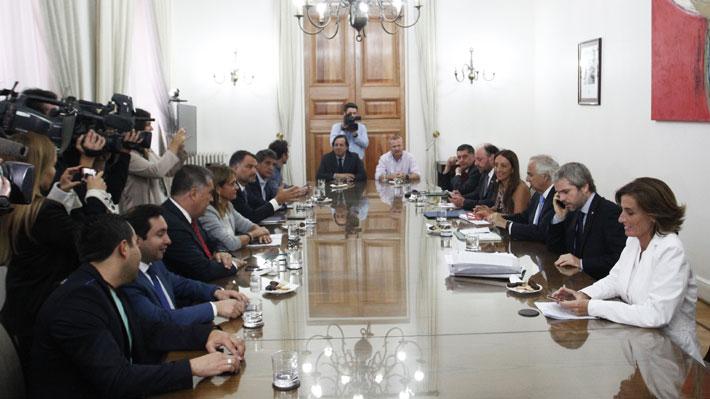 Oficialismo fija estrategia para enfrentar a la oposición ante advertencias de no apoyar reformas