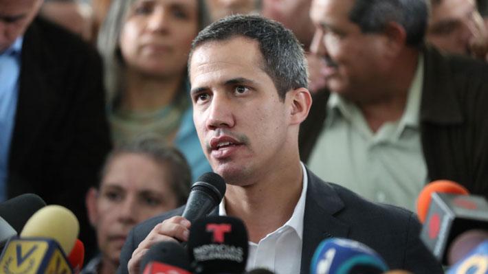 """Guaidó se reúne con funcionarios públicos y anuncia un """"paro escalonado"""""""
