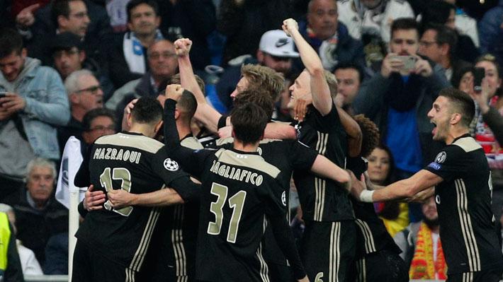 Uno fue con polémica y otro de tiro libre: Mira los goles con que el Ajax eliminó al Real Madrid de la Champions League