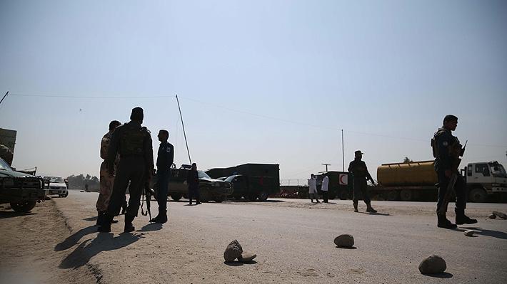 Ataque explosivo suicida cerca de aeropuerto deja al menos 17 muertos en Afganistán