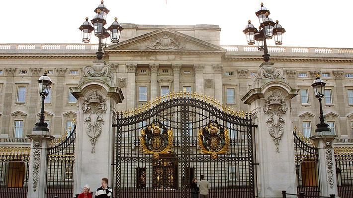 Nueva regla del Palacio de Buckingham: Comentarios ofensivos en sus redes sociales podrían ser reportados a la policía