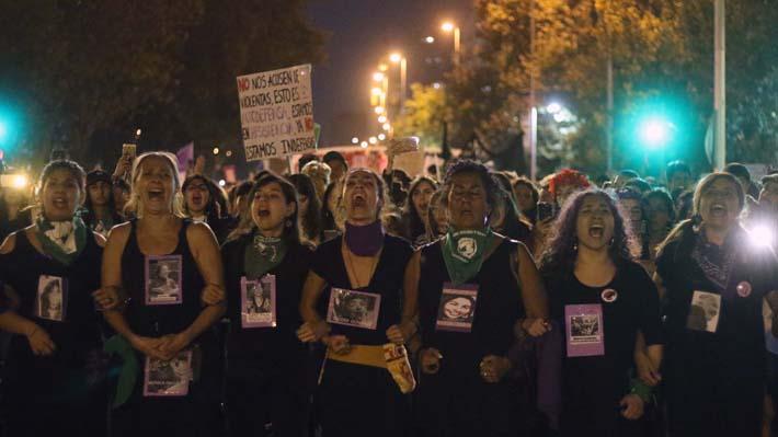 Histórica y multitudinaria marcha del 8M: Columna de manifestantes abarcó desde Plaza Baquedano a Echaurren