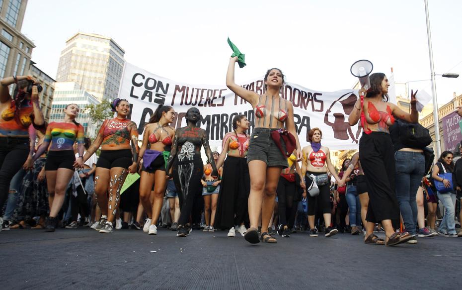 Galería: Revisa las imágenes que dejó la multitudinaria marcha por el Día Internacional de la Mujer