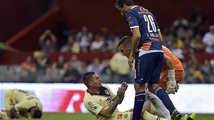 """Nicolás Castillo otra vez se perdió un gol increíble y """"se salvó"""" de ser expulsado en triunfo del América"""