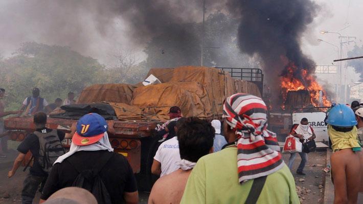 New York Times asegura que seguidores de Guaidó quemaron camiones con ayuda humanitaria en el 23F