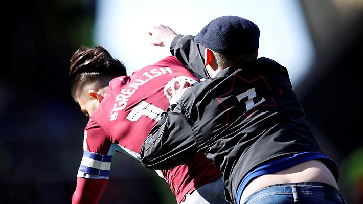 La brutal agresión de un hincha contra un jugador en pleno partido que indigna al fútbol inglés
