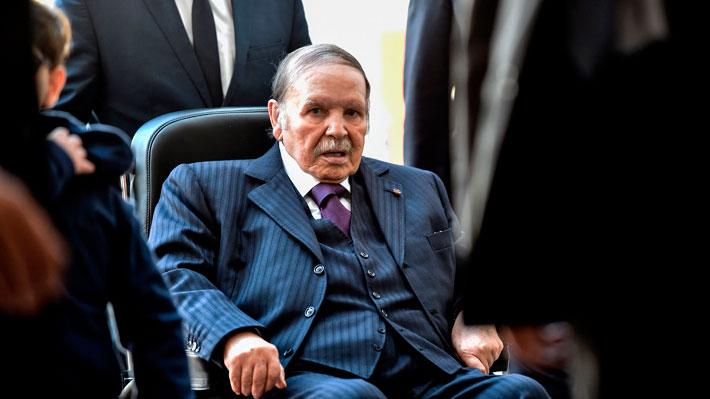 Presidente de Argelia descarta postular a un quinto mandato tras dos semanas de protestas
