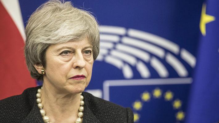 May y presidente de la Comisión Europea llaman a aprobar acuerdo de Brexit tras negociar garantías