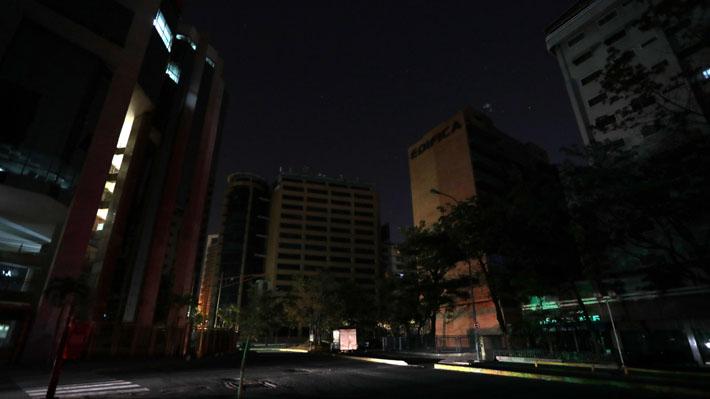 """Desde """"sabotaje"""" a la """"crisis económica"""": Las 10 claves del apagón más prologando de la historia de Venezuela"""