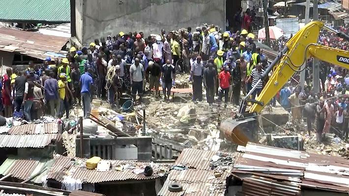 Más de 100 niños están atrapados por derrumbe de edificio de un colegio en Nigeria