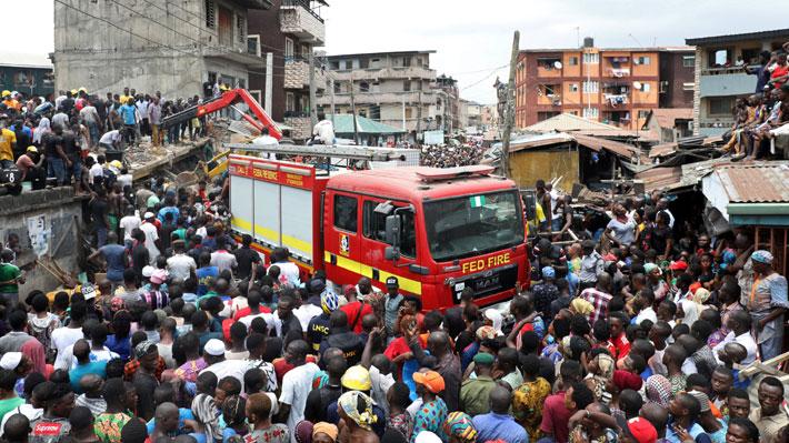 Al menos 25 niños han sido rescatados tras el derrumbe de un edificio en Nigeria