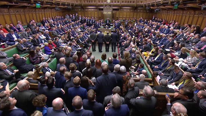 Parlamento británico rechaza una salida de la Unión Europea sin acuerdo