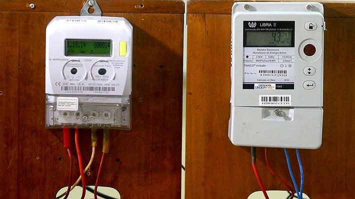 Gobierno anuncia que llegó a acuerdo con Enel para la compra de medidores a los clientes