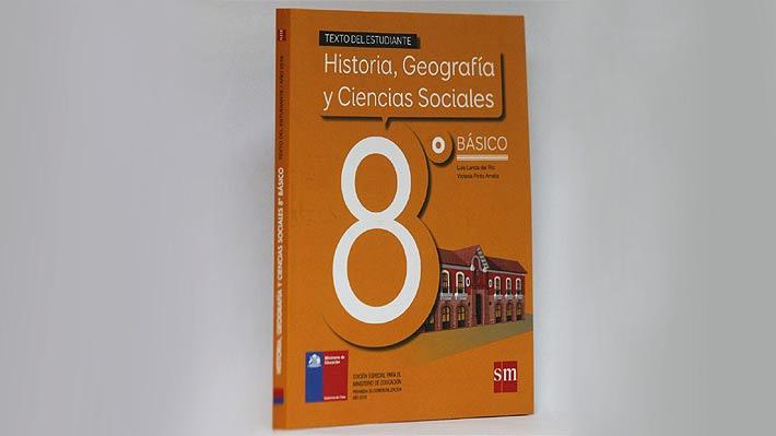 """Mineduc revisará cómo se aborda la historia del pueblo mapuche en textos escolares para """"velar"""" por un """"tratamiento inclusivo"""""""