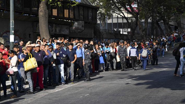 Venezolanos vuelven de a poco a sus actividades tras prolongado apagón