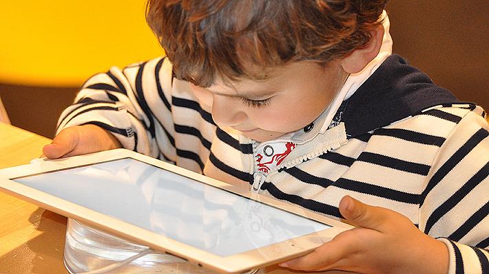 Niños e internet: Expertos analizan las precauciones a la hora de navegar y la importancia de las búsquedas seguras