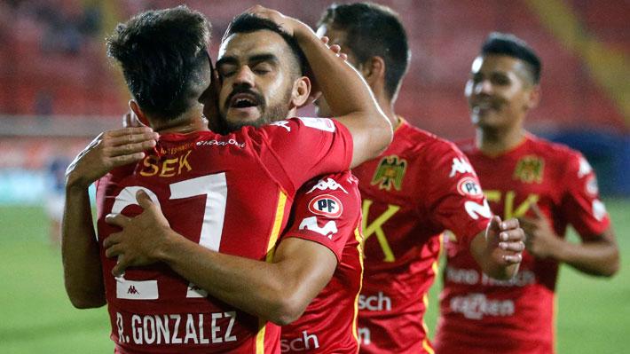 Unión Española sufrió sobre el final pero venció a Huachipato y quedó momentáneamente como único líder del torneo
