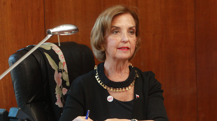 """Ministra Hutt advierte """"Brexit"""" por trabas a inversiones y promete impulsar el T2 en Valparaíso"""