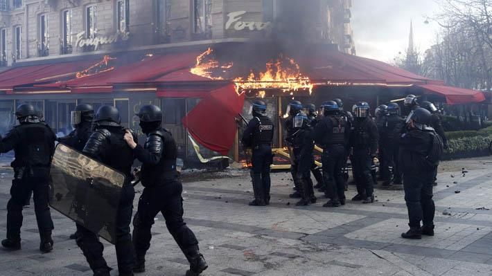 """Francia: Incendios y saqueos en París marcan una nueva protesta de los """"chalecos amarillos"""""""