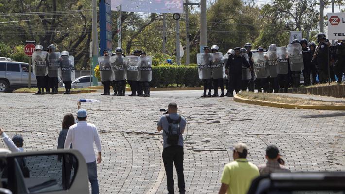 Policia reprime a participantes de protesta en Nicaragua y detiene a 107 personas