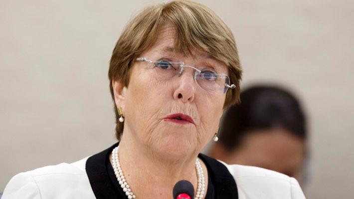 Ex ministros de Bachelet arremeten contra Miguel Bosé por sus nuevas críticas hacia ella