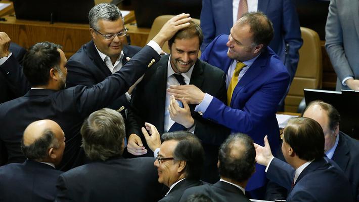 Sorpresa total: Bellolio derrota a Flores en primera votación, pero no obtuvo mayoría absoluta