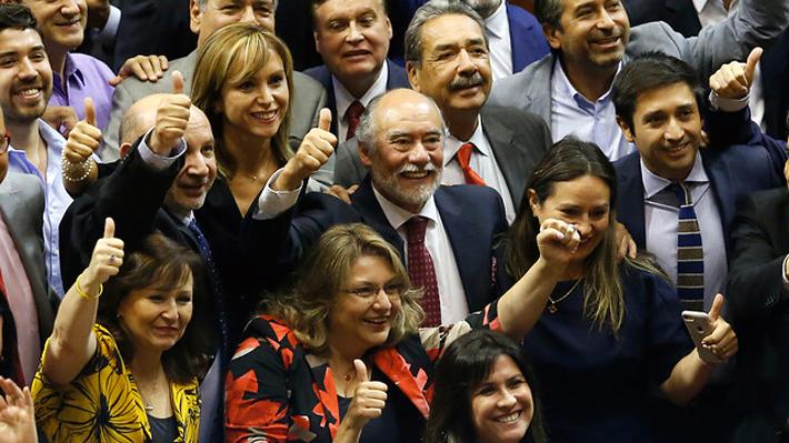 """Flores asume la presidencia de la Cámara reconociendo que """"hay que revisar"""" las """"señales políticas"""" tras compleja votación"""