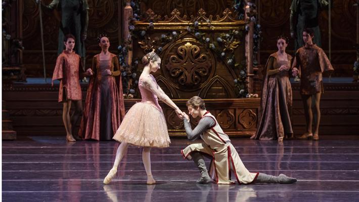 "Una historia de amor amenazada por la guerra: Ballet ""Raymonda"" regresa al Municipal de Santiago"